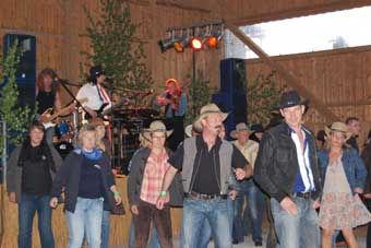 Countryfest der Floriansjünger in Ilsenbach wurde trotz Fußball ein voller Erfolg