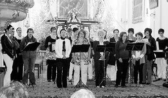 """er ökumenische Frauenchor """"Nova Musica"""" aus Wildenau und Umgebung verzauberte zahlreiche Zuhörer in der Wallfahrtskirche mit modernen Kirchenliedern. Bild: lng"""