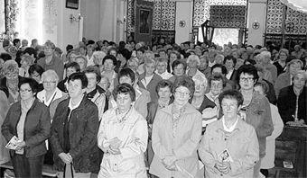 Damen aus der ganzen nördlichen Oberpfalz beteiligten sich an der Frauenwallfahrt. Am Freitagabend sorgten sie für ein volles Gotteshaus.